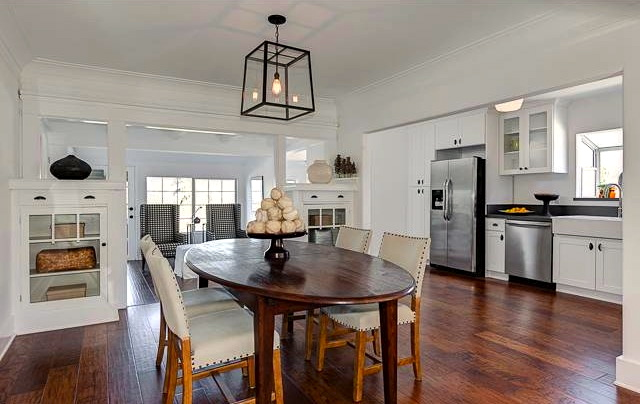 Dining room with open plan and original built-ins