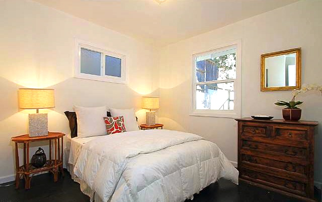 Second bedroom. Courtesy of Liz Johnson – Teles Properties
