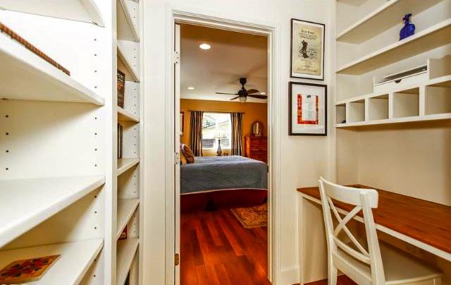 Built-in office nook. Courtesy of Jennifer Gainey – John Aaroe Group