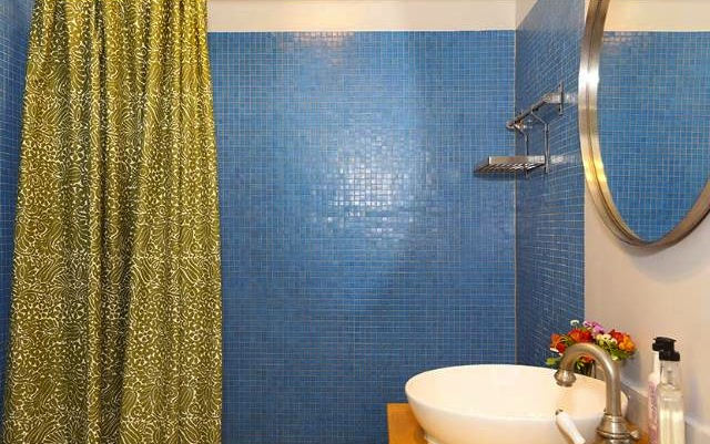 Bath with mosaic tile