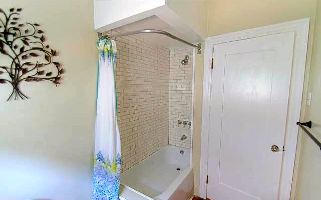 Bath with subway tile wall
