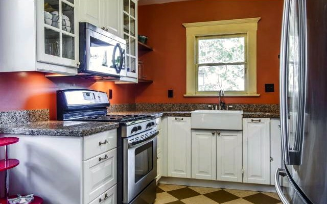 Updated kitchen with farmhouse sink