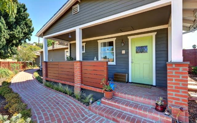1921 California Bungalow: 2336 Moss Ave., Los Angeles, 90065