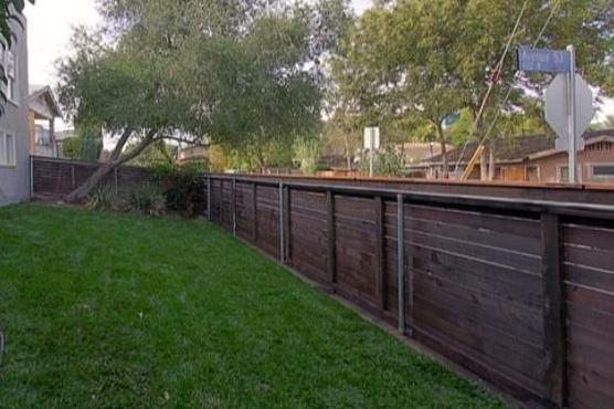 Yard. Courtesy of Robert Carey – Partners Trust Beverly Hills