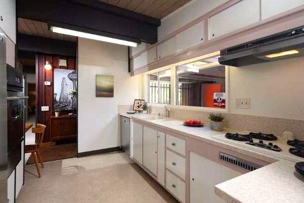 Original kitchen with vintage appliances