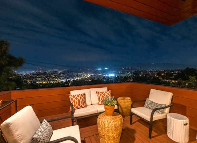 Deck with panoramic views.